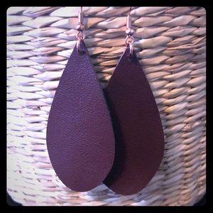 Handmade genuine brown leather teardrop earrings.
